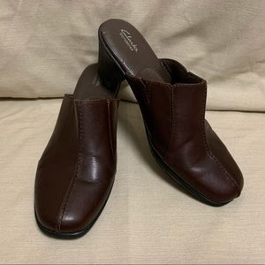 Clark's Bendables Leather Clogs